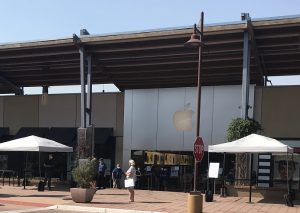 purchasing a new Apple computer at the Boulder Apple store - outside shopping only